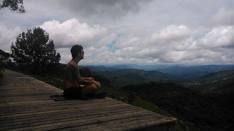 Descanso e conexão, após trilha, no Pico de Imbiri - Campos do Jordão - SP